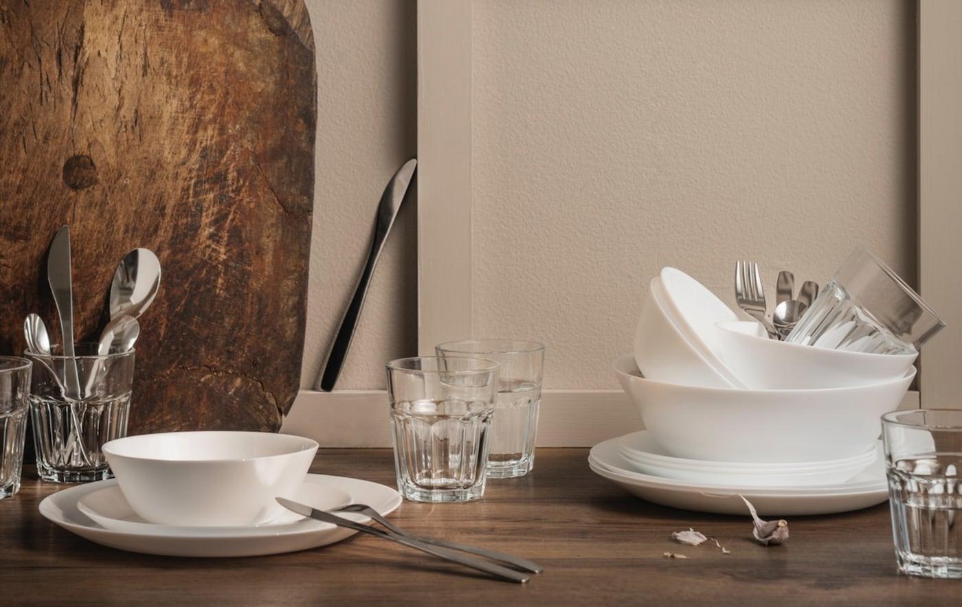 أدوات مطبخ وأواني المائدة