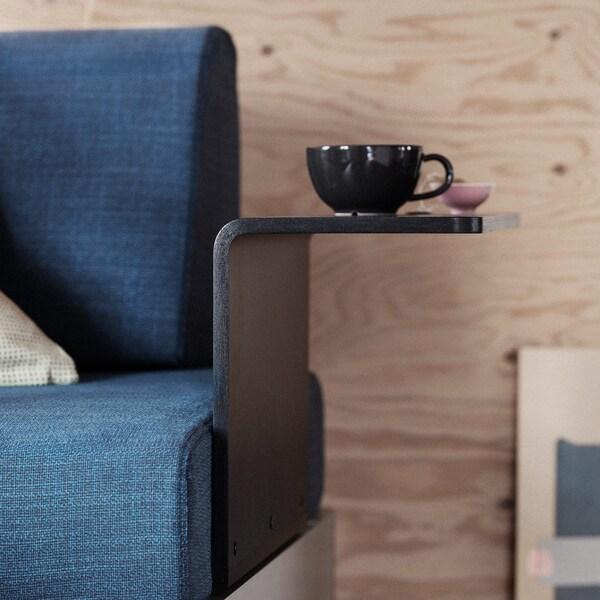 Aggiungi un tavolino nero, sposta lo schienale, metti uno o due braccioli, sostituisci la fodera dell'intera soluzione: combina gli accessori della serie DELAKTIG per completare la piattaforma e adattarla ad attività e stili di vita differenti – IKEA