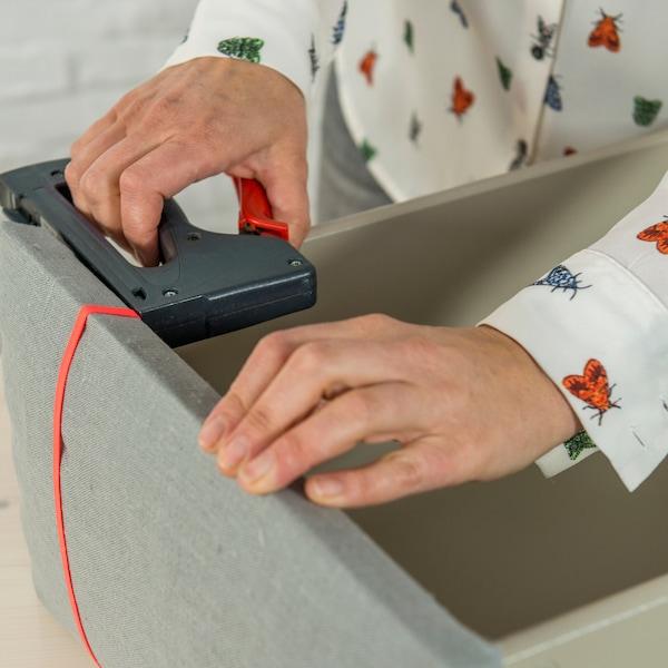 agrafer une sangle à l'intérieur du tiroir à 11 cm du côté.