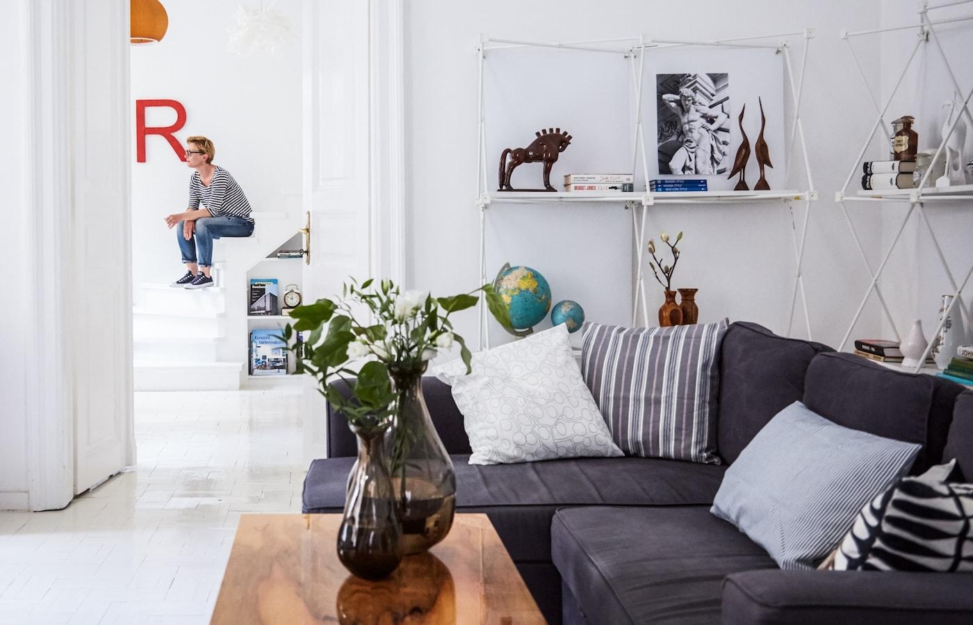 Agrandissez un petit espace avec des murs et des sols blancs.