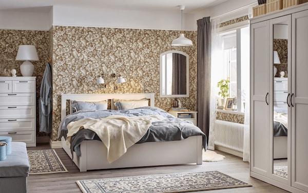 акцентирование одной стены в спальне