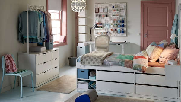 An article about how to stay organized in a small dorm space.