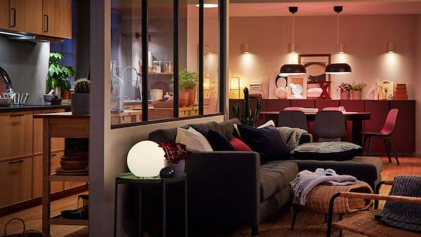 An open-plan living room, dining room and kitchen with a variety of TRÅDFRI smart lighting.