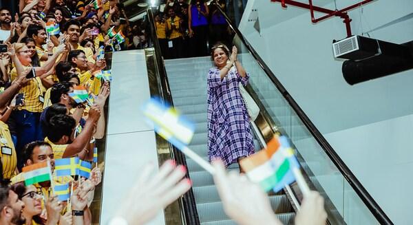 Angajații IKEA India sărbătoresc lansarea primului magazin din țară.