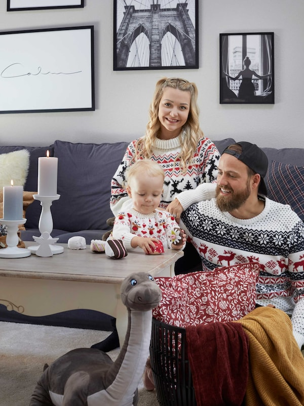 Anja and Pascal Restle, 25 and 31, are looking forward to Christmas with two-year-old Zaily: time for indulging in handicrafts with the family, decorating the Christmas tree and opening presents.