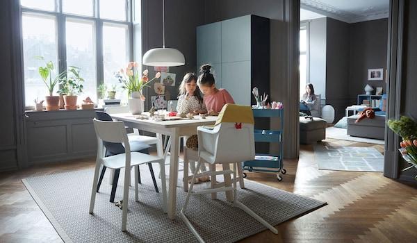 Appartement avec 3 enfants et leur mère