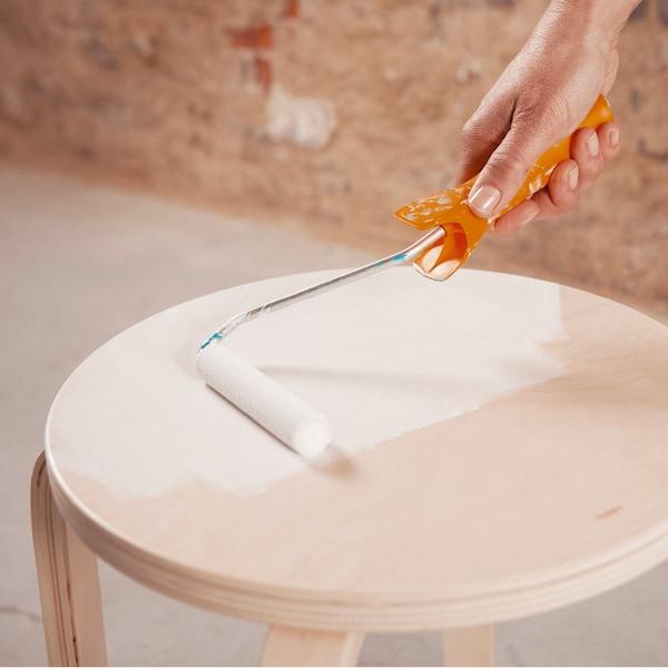 Appliquez une couche de primer sur l'assise et laissez sécher.