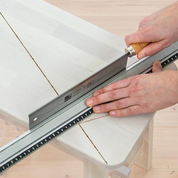 Approfondir les lignes avec une scie à main