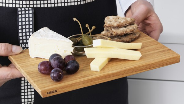 APTITLIG cutting board with fruit and cheese displayed