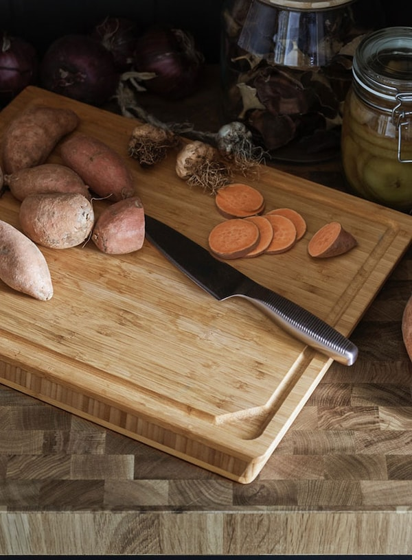 APTITLIG cutting board with knife and sliced potatoes on top