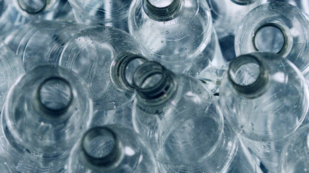 Around 25 half-litre recycled plastic PET bottles are used for each IKEA KUNGSBACKA kitchen front.