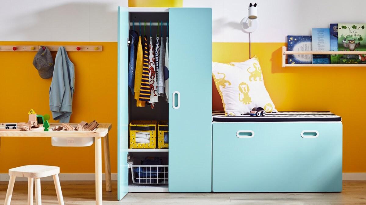 Arrumação STUVA para quartos de criança em azul.
