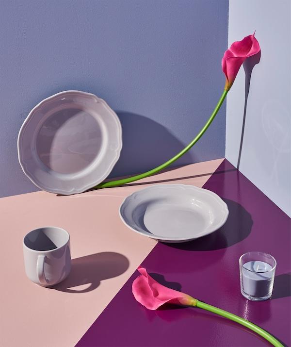 ARV tiefer Teller lila mit einer kunstvollen Blumenmischung
