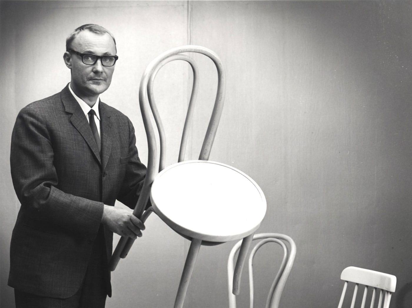 Az IKEA-t Ingvar Kamprad alapította, 1943-ban.