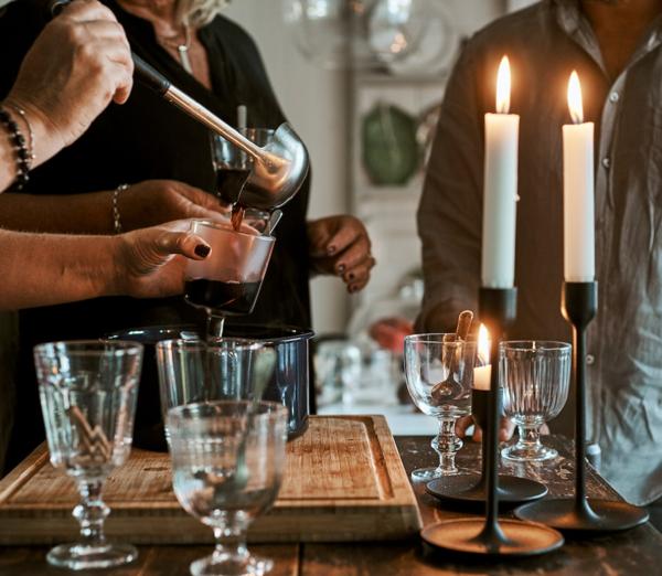 Organizează o petrecere veselă