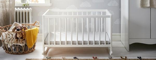 babykamer ikea babybed commode ladekast babytextiel babyspeelgoed solgul