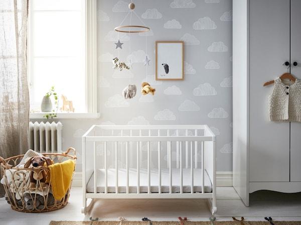 Babykamer- SOLGUL wieg - IKEA wooninspiratie