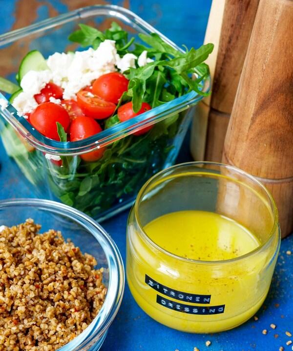 BÄSTISAR Getreide mit Salat und Zitronendressing.