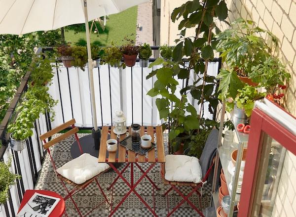 Balkon met TARNO tafel en stoelen