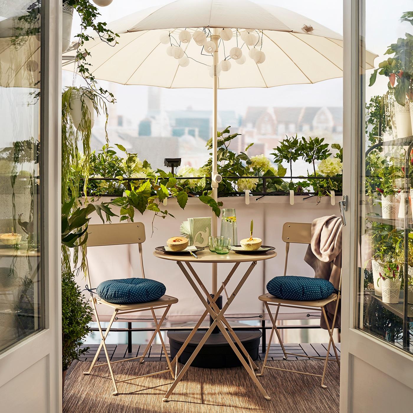 schlichte eleganz f r kleine balkone ikea. Black Bedroom Furniture Sets. Home Design Ideas