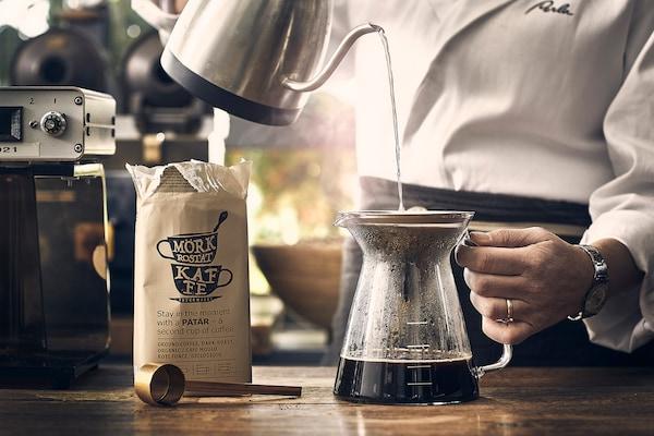 Barista is making drip PÅTÅR coffee