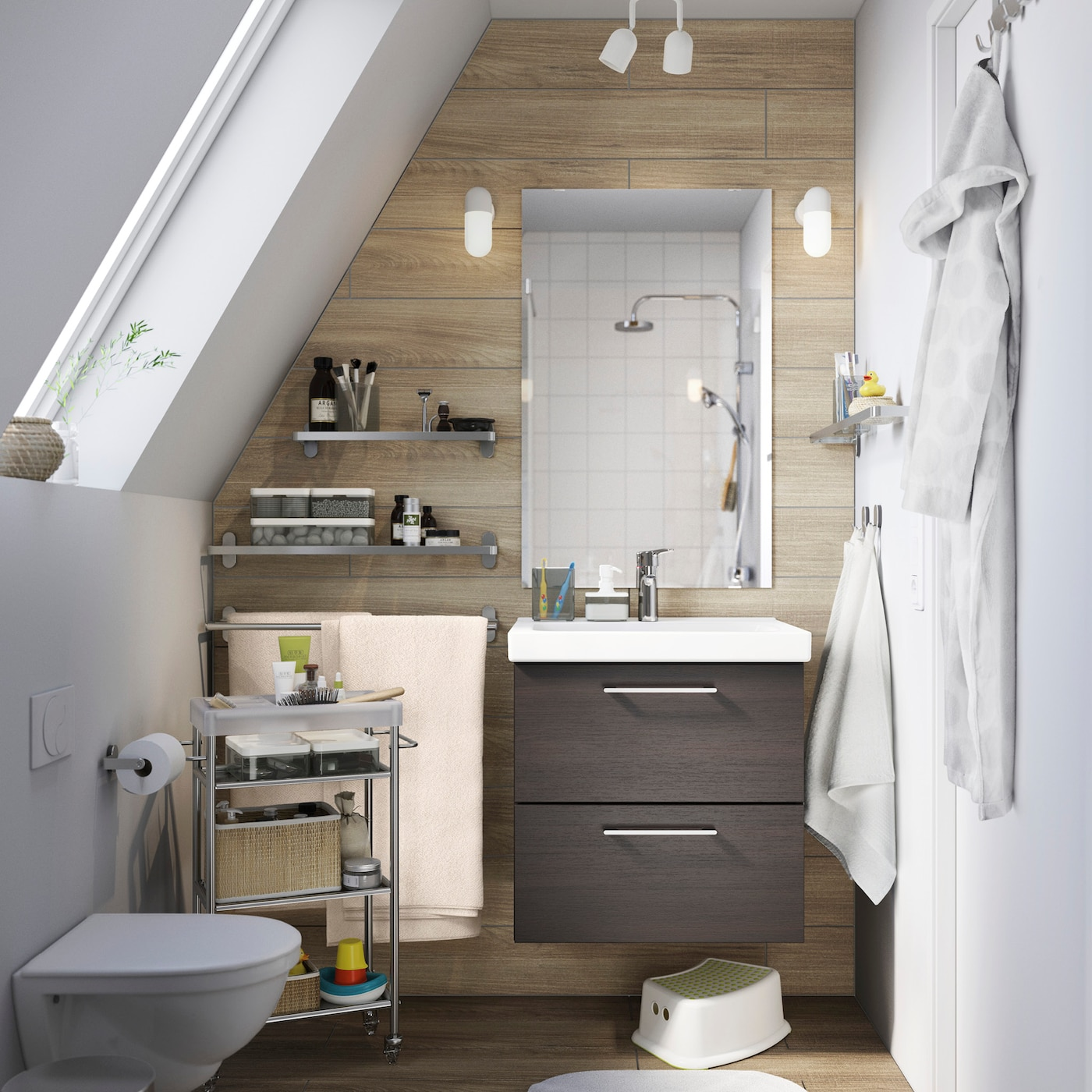 Bathroom scene, with a GODMORGON/BRÅVIKEN sink cabinet and mirror on the rear wall.
