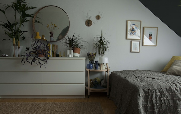 Bedroom with a bed and plants.