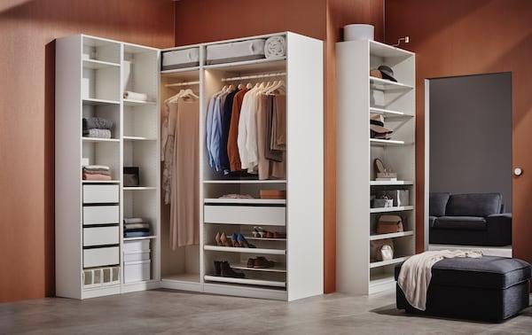 Bei unserem PAX Kleiderschranksystem sucht du alles selbst aus.