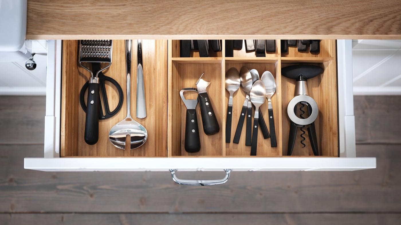 Beleuchtete Schublade mit integrierter Beleuchtung in der IKEA Küche