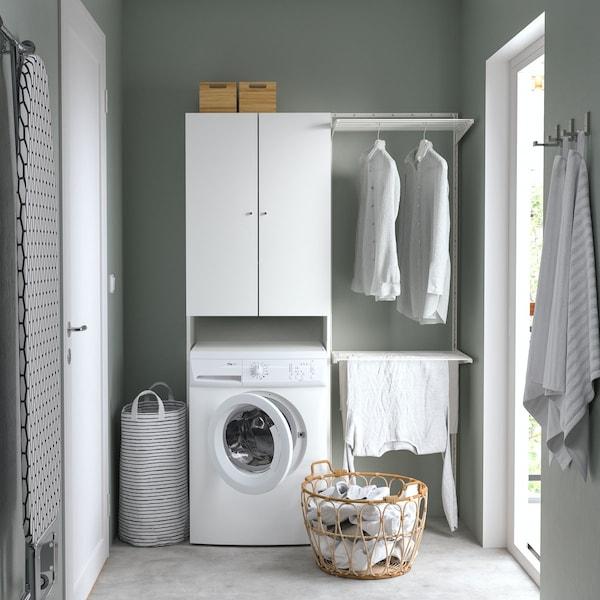 Белый шкаф с полками для стиральной машины