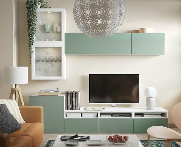 BESTA Wohnwand mit Vitrinentüren inklusive TV Bank.