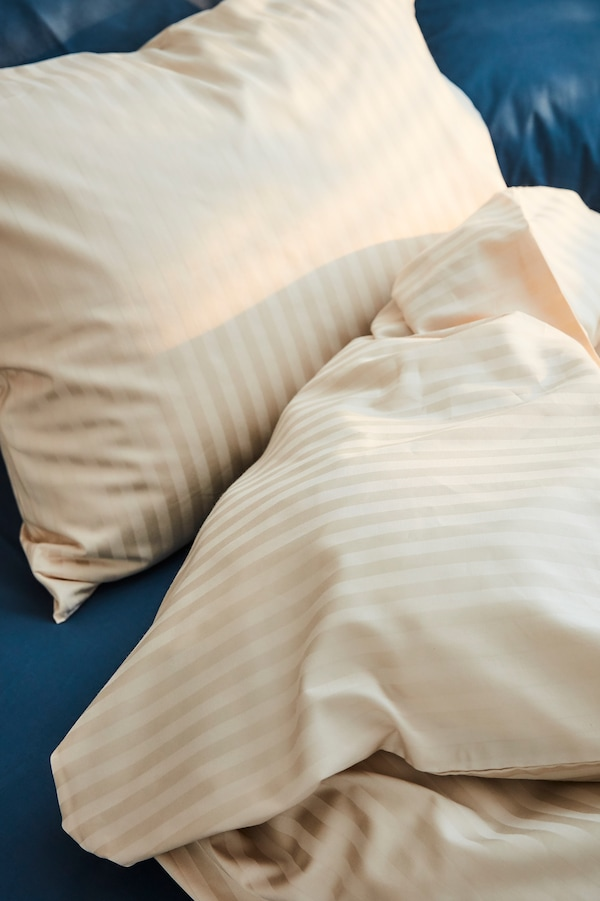 Bettwäsche in verschiedenen Farben, Stilen und Materialien