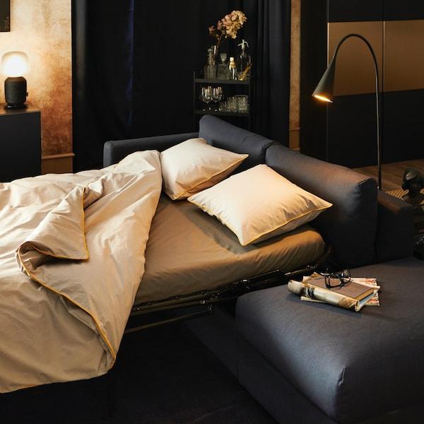 białe poduszki