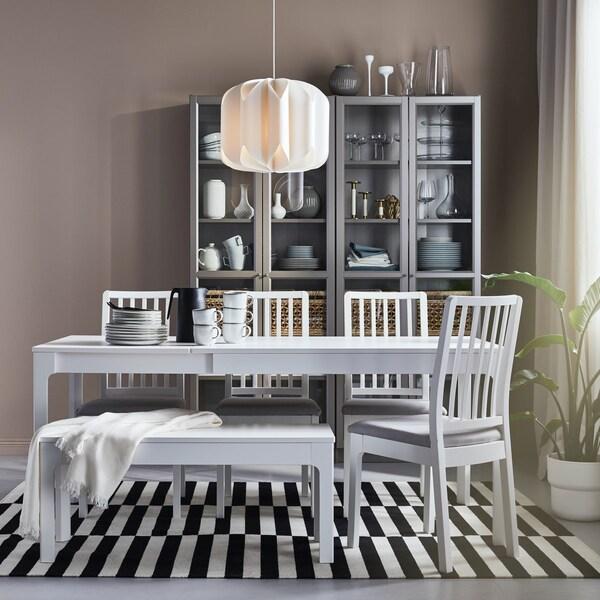 biały fotel biurowy
