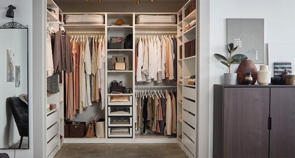 Bilde av PAX åpen garderobe.