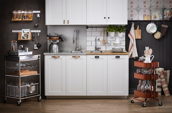 Bildecollage med SÄVEDAL kjøkken i to forskjellige romsettinger