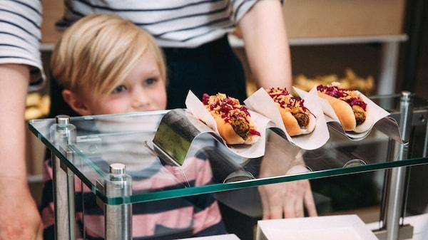 bistro-IKEA-hotdog