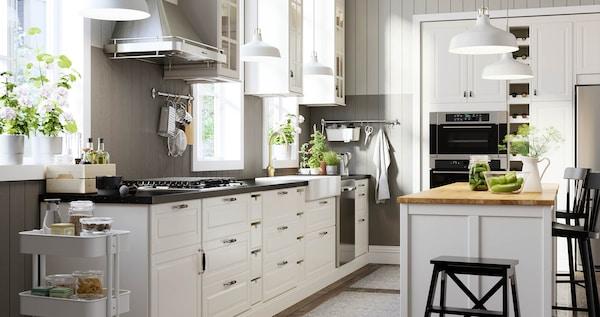 BODBYN white traditional kitchen.