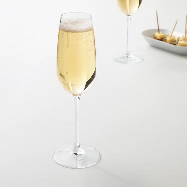 Бокал для шампанского флюте с зауженной чашей и тонкой высокой ножкой для игристых вин