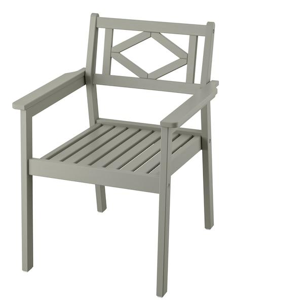 BONDHOLMEN venkovní židle v šedé barvě.