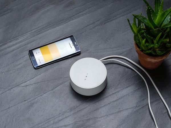 Brána TRÄDFRI a aplikace IKEA Home smart.