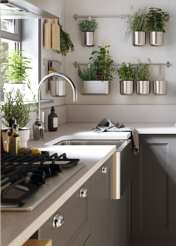BREDSJÖN sink with high front in stainless steel.