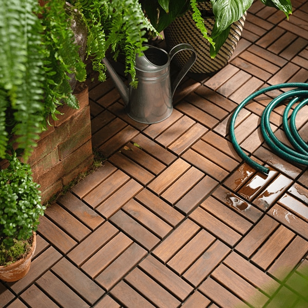 Brown stained brown RUNNEN easy click floor decking