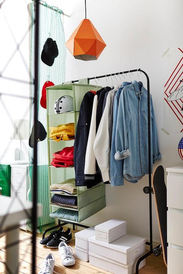Budgettips studentenkamer - kledingrek - IKEA wooninspiratie