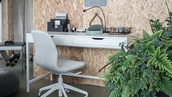 bureaustoel met klein bureau met opbergplek