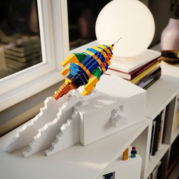 BYGGLEK lego formet som et romskip.