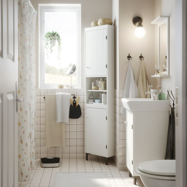 IKEA SILVERÅN badrumsserie i vitt.