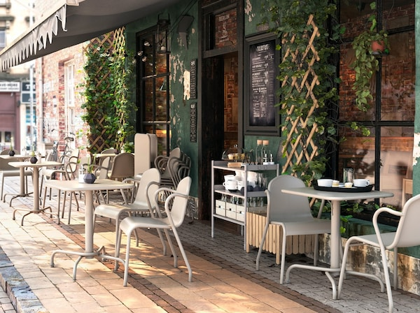 Bar all 39 aperto con tavoli e sedie da giardino tunholmen in grigio ikea - Tavoli e sedie da bar ...