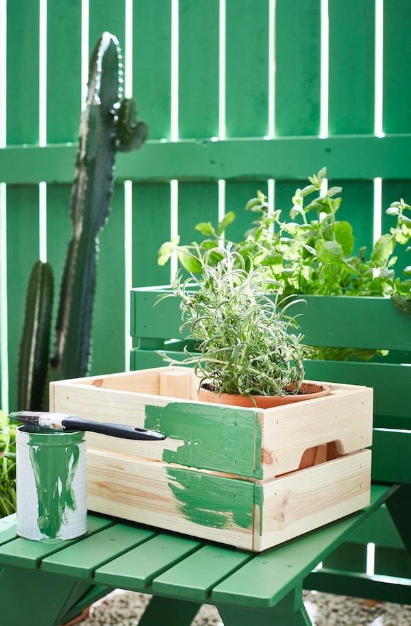 Caja con macetas para el jardín