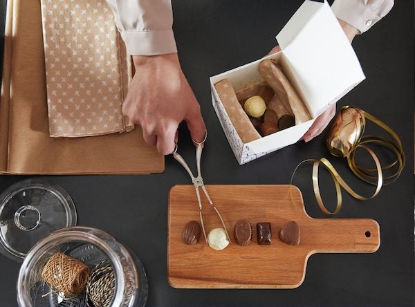 Caja de cartón reutilizada para guardar bombones